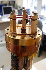 A sample holder for a low temperature experiment